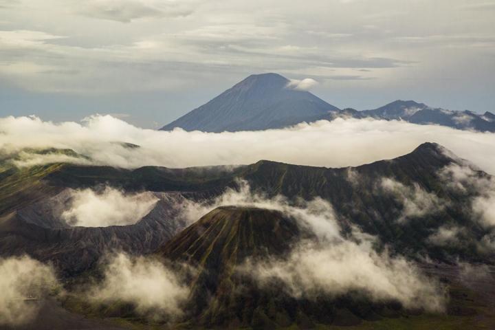 Bromo widok na kalderę wulkanu