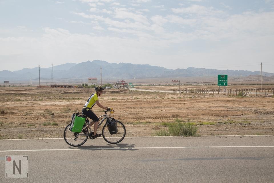 Rozgrzewka – na rowerze przez pustynię w Gansu